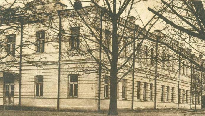 Державна гімназія ім. Костюшка. Тепер там управління нацполіції в Рівненській області