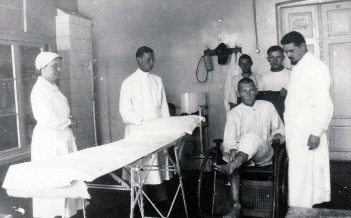 Крайній праворуч Микола Прохоров (молодший), другий зліва Борис Квашенко