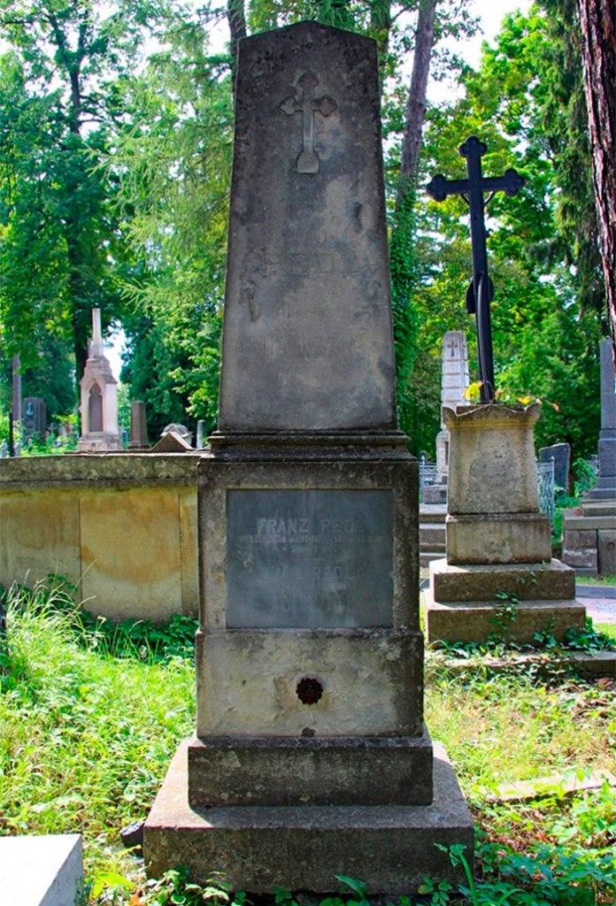 Могила Франца та Матільди Редлів на Личаківському цвинтарі. Фото Ігоря Мончука