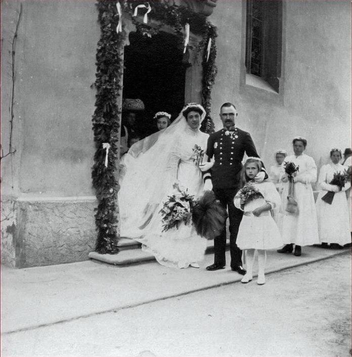 Август Урбанські фон Острімец, безпосередній глава Евіденцбюро під час розкриття Редля, в колі сім'ї.