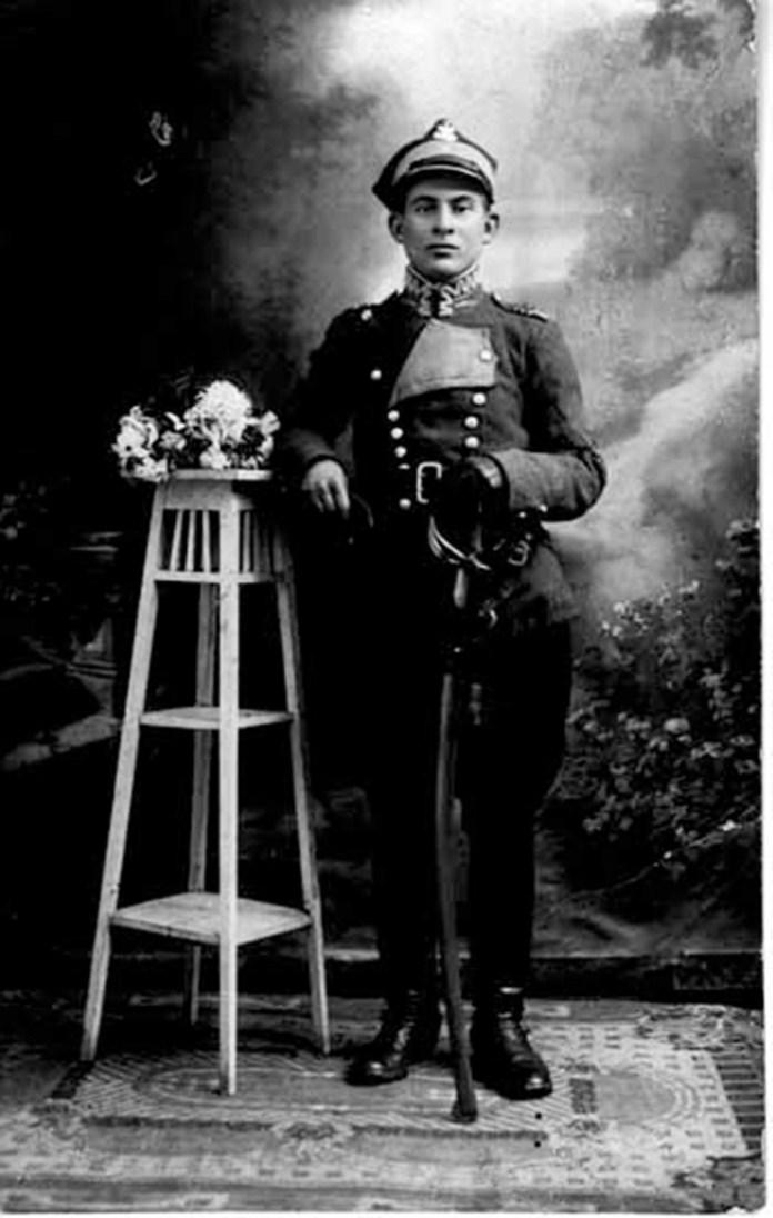 Фото польського вояка в декораціях, салон «АРС»
