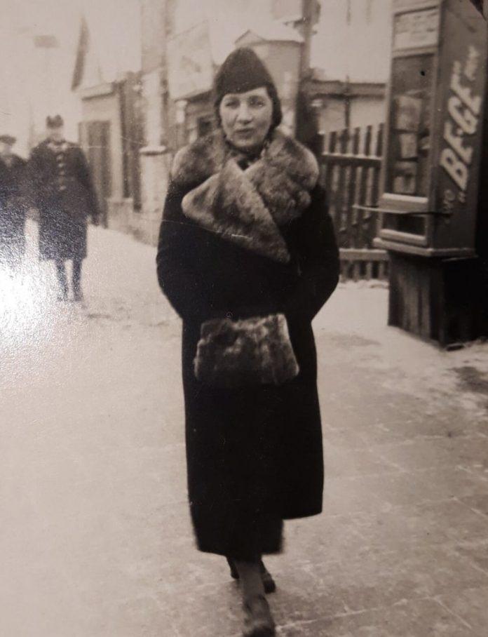 Фото з родинного архіву Полікарпа Бульби. Праворуч видно вивіску салону «Be-Ge»