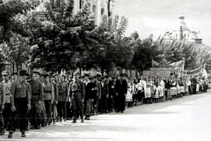 Фрагмент маніфестації 27 липня 1941 р.