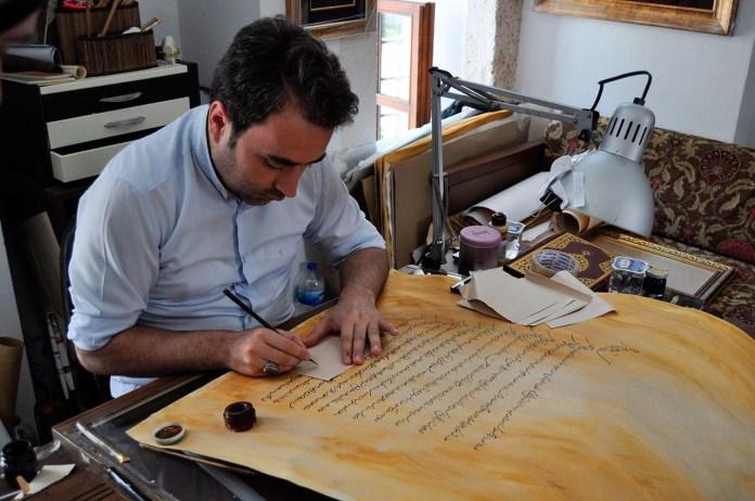 Шехмус Качан каліграф
