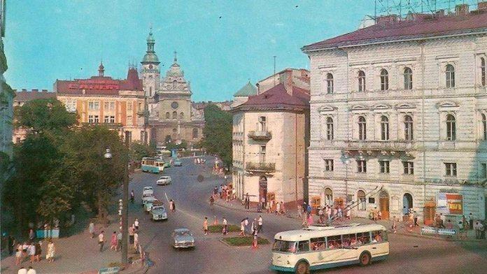 Будинок площі Галицькій, 15 у Львові. Фото 1969-1972 рр.