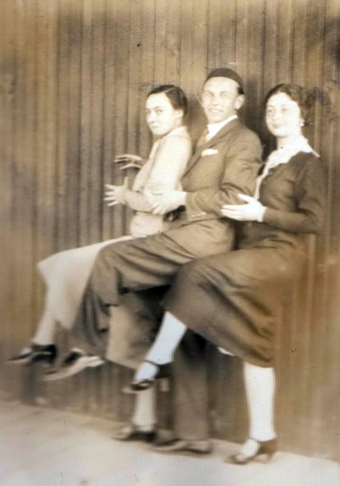 Капітоліна з друзями, 1930