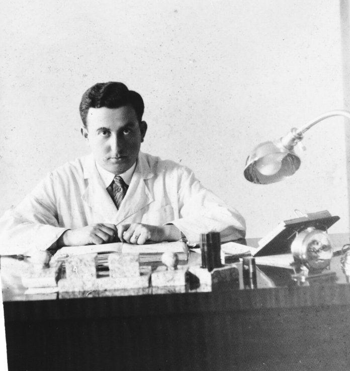 Лікар-офтальмолог Аарон Шафер, Рівне 1930-1939 рр.