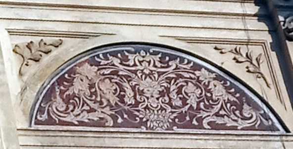 Елемент оздоблення фасаду будинку № 8. Фото Мар'яни Іванишин