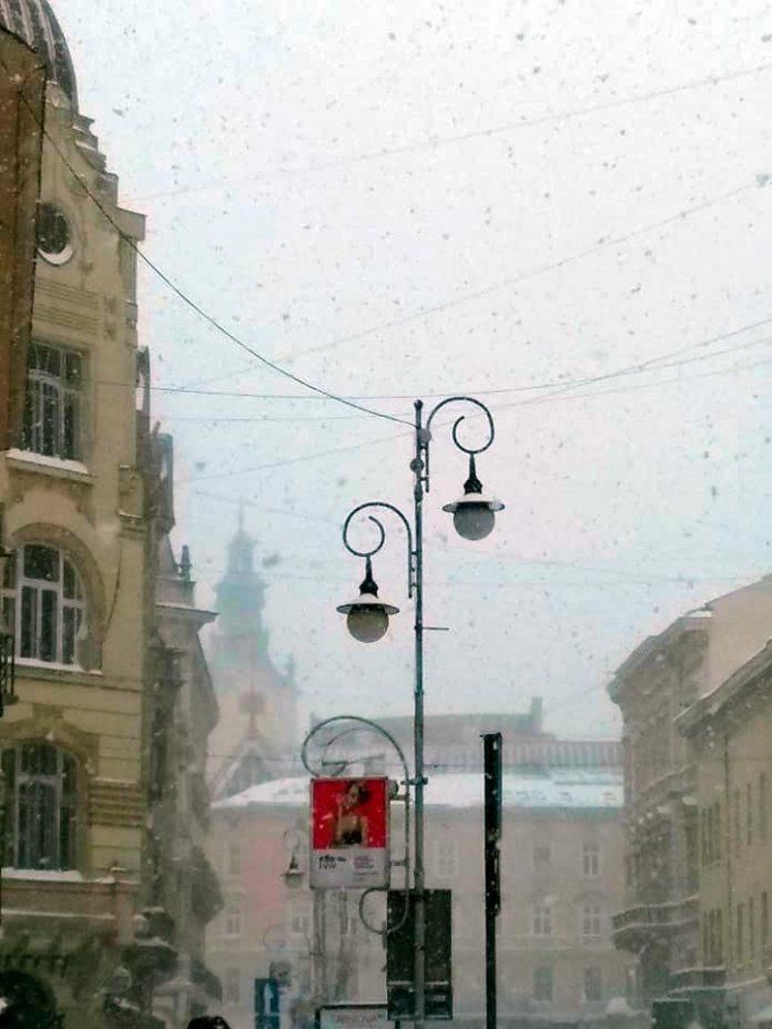 Ліхтар у Львові на проспекті Шевченка, фото 2018 року