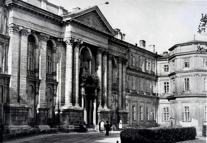 Загальний шпиталь у Львові, 1930-ті рр. Фото з https://photo-lviv.in.ua