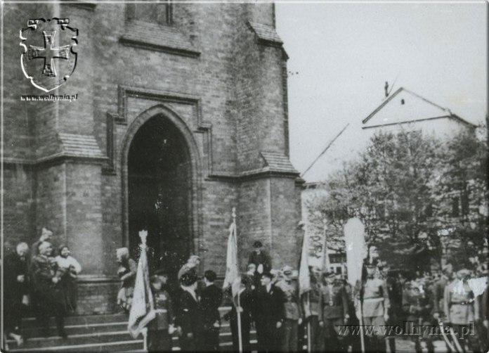 Міські урочистості часто проходили біля головного костела Рівного