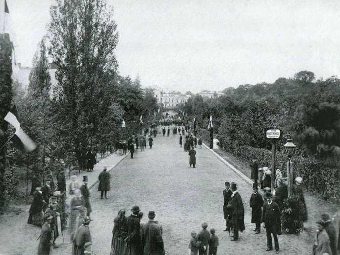 Відкриття вулиці Крашевського (Крушельницької). Одна із найдавніших світлин парку ім. Івана Франка(1879 р.)