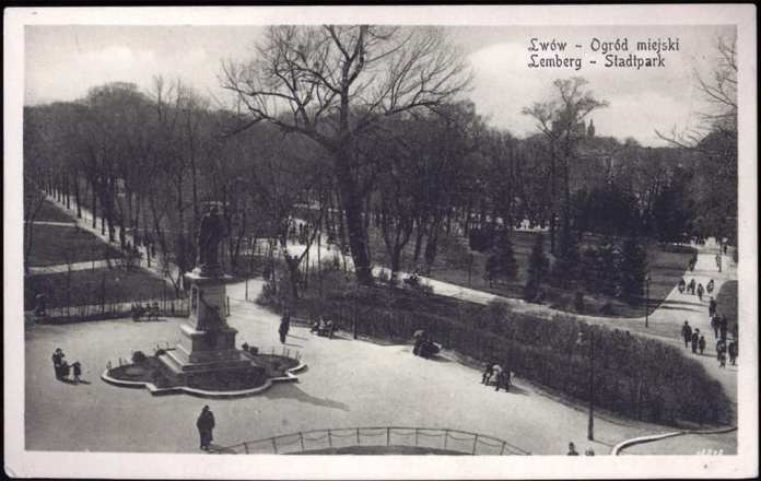 Пам'ятник А. Голуховському та клумби на місці центральної алеї парку ім. Івана Франка(1916 р.)
