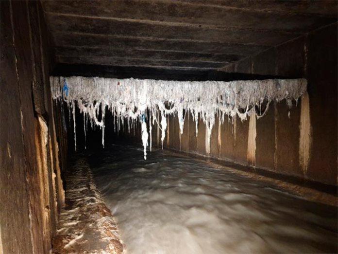 Навіть тут у зливу вода піднімається аж до стелі. Спускатися в Полтву можна лише в суху погоду!