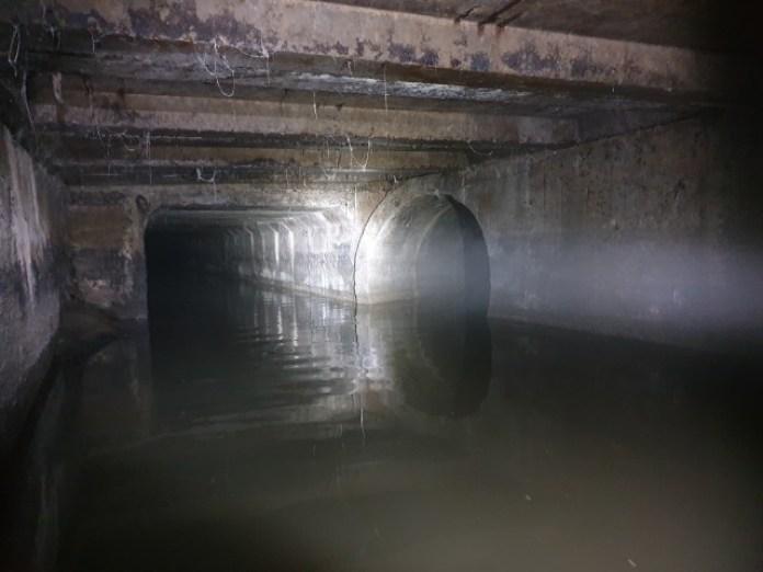 Ось на фото підземелля Левандівки коло базару. Прямо пішов тунель на вулицю Широку аж до Головного Вокзалу. Праворуч кругла труба до Протезного заводу і на вулицю Рудненську.