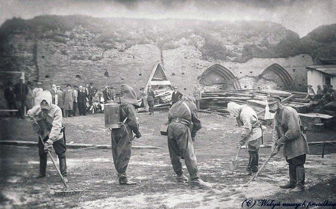 Протигазові навчання у замку Любарта у травні 1932 року
