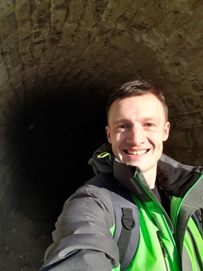 Зробив селфі щоб показати розміри тунелю