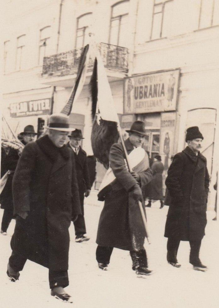 І.П. Бондар на параді, Рівне, 1930-і