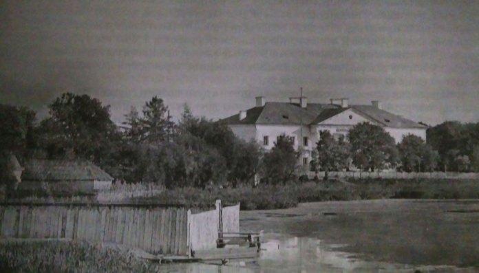 Гімназія і гниле болото