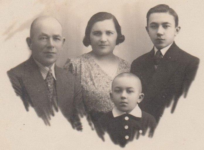 Іван Бондар з дружиною та синами