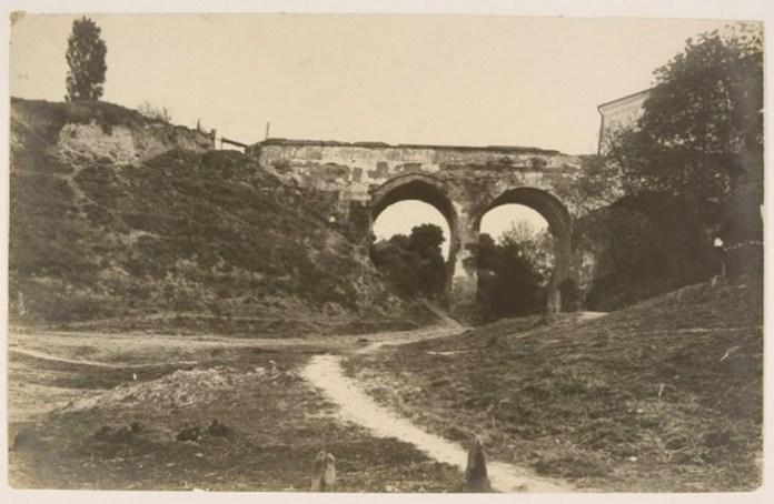 Вїзд до замку Чарторийських, Клевань. Фото Едварда Аавгустиновича