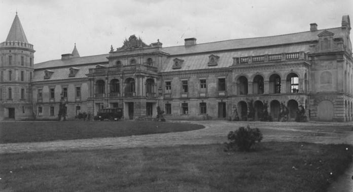 Знищений палац Ледуховських у Смордві