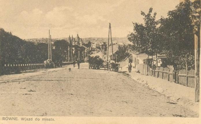 В'їзд до міста зі сторони Грабника, праворуч на передньому плані видно гасовий ліхтар, поч. ХХ ст.