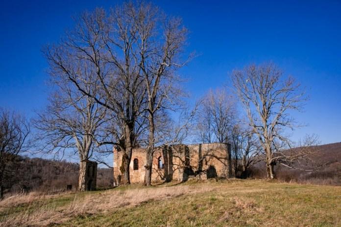 Руїни церкви в Криве, якої вже не існує. Cвітлина Тадеуша Позняка