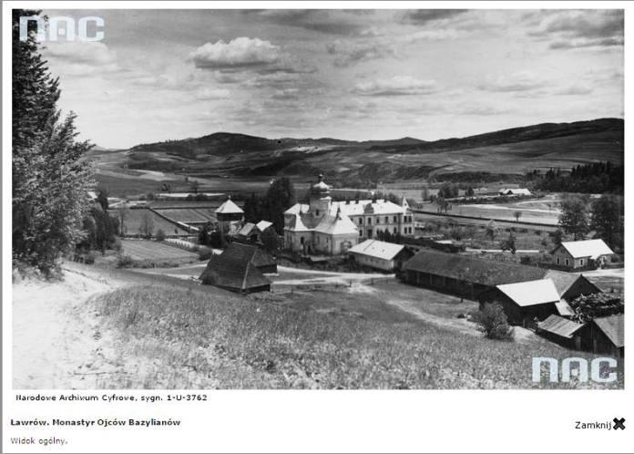 Фото Лаврівського монастиря минулого століття з польського цифрового архіву