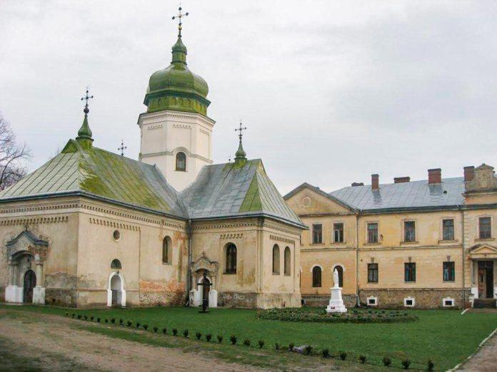 Церква св. Онуфрія та монастир в с. Лаврів. Фото Юрій Чабан