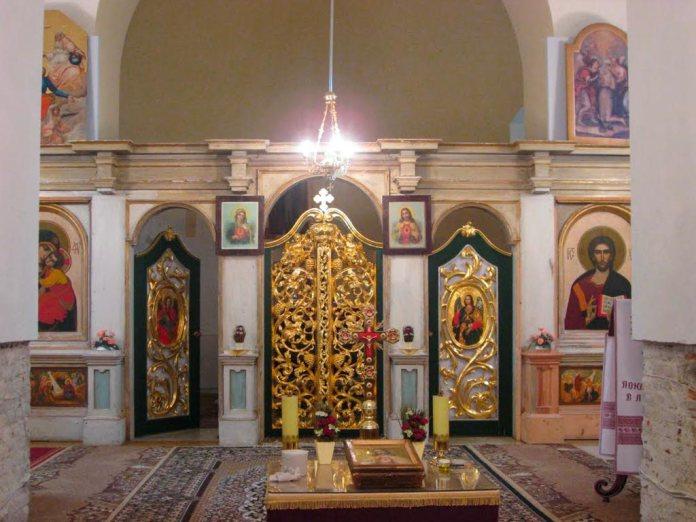 Іконостас з іконами Карла Звіринського в Лаврівській церкві 1998 року. Фото Юрій Чабан