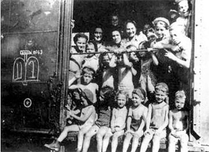 Мешканці потяга Кастенра. Фото з Вікіпедії