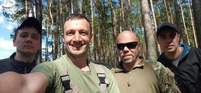 Пошукова команда найпершого збитого радянського літака часів ДСВ над Україною