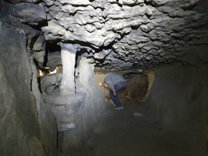 Теж тунель, також коло Миколаєва. Але техніка обробки та спосіб викуття інший.