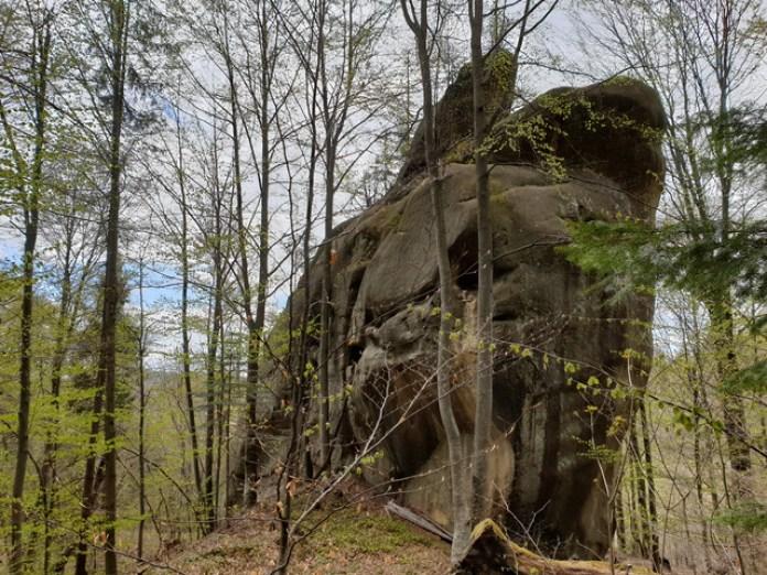 Одна з каменюк коло гори Ковбура