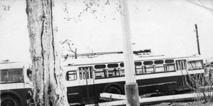 Тролейбуси МТБ-82Д у трамвайному депо №1, де знаходився профілакторій для обслуговування тролейбусів. Друга половина 1950-х років