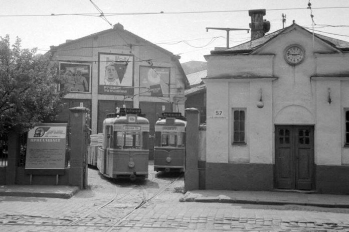 Після того, як ВРМ на Вітовського, 57 припинило роботу, тут розмістилося службове депо служби колії ЛТТУ. 1980 р.
