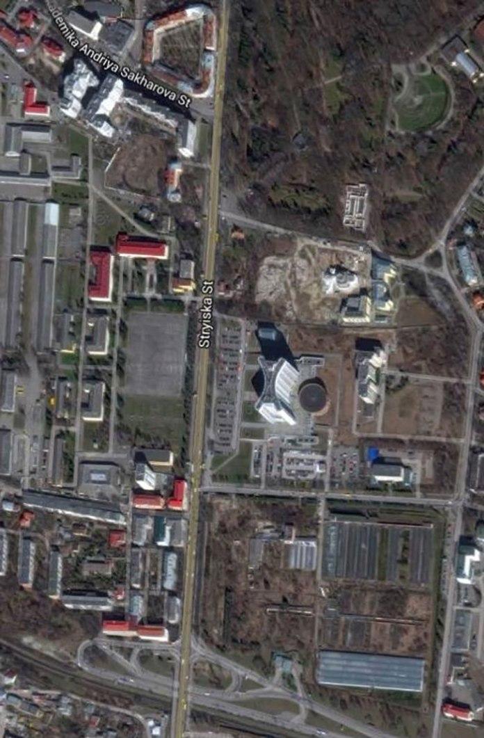 Вид на площу, де знаходився стадіон «Сокола-Батька» (фото зі супутника 2016 р.)