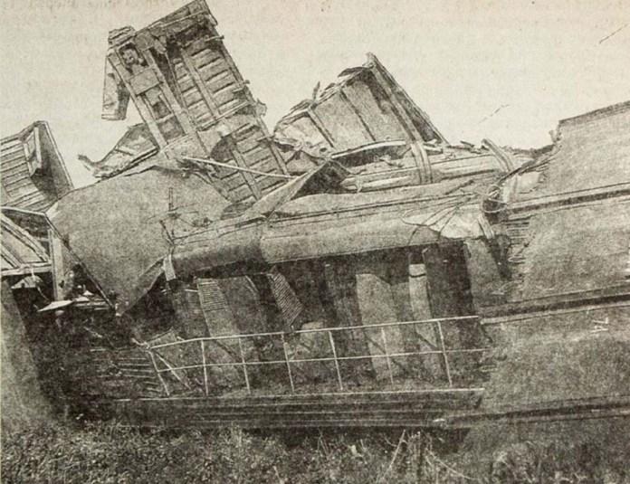 Залишки маневрового тепловоза ЧМЕ3-2805 депо «Жмеринка», який машиніст Володимир Савченко повів в сторону некерованого складу із вугіллям
