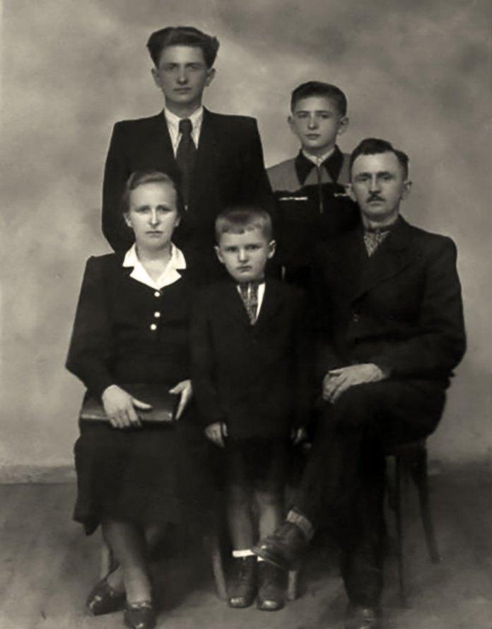 Родина Горинів у 1950 році. Фото з ресурсу www.istpravda.com.ua