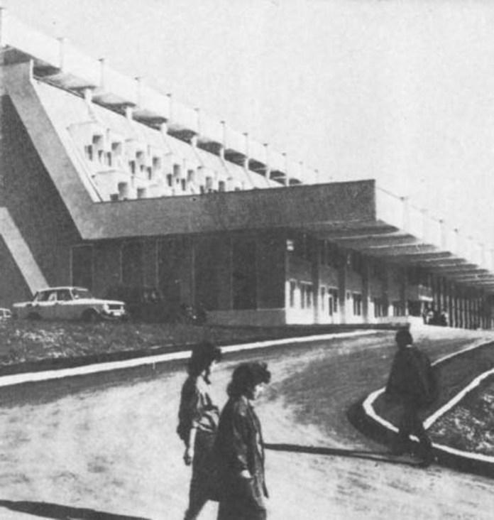 Новий залізничний вокзал у Трускавці. 1980-ті рр..