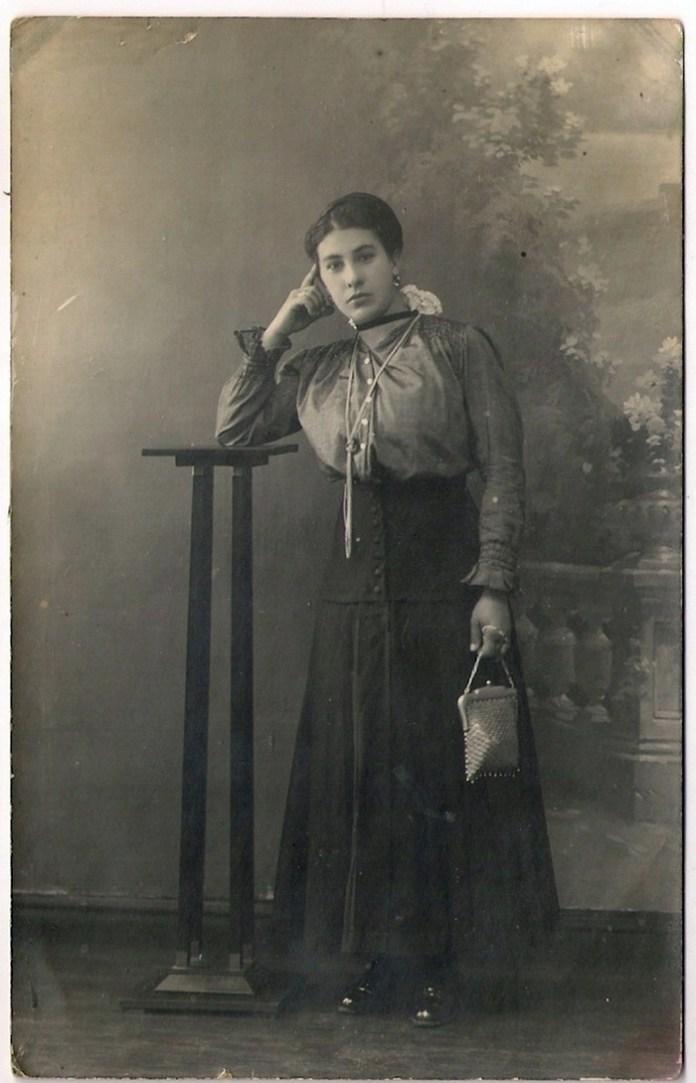 Жінка з Львова, фотосалон «APOLLO», поч. ХХ ст.