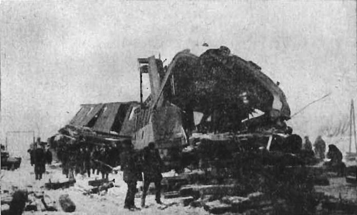 Залишки вагонів, зруйнованих в результаті лобового зіткнення двох поїздів. 1912 р.