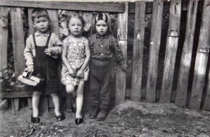 Мої друзі з Підкови: Олег (ліворуч), Сергій (праворуч) і я