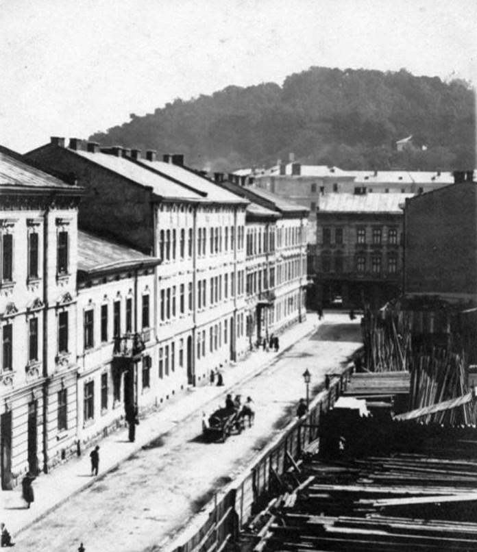 Вулиця Газова у Львові. По ній проходила у 1920-30-х рр. проходила трамвайна вантажна гілка