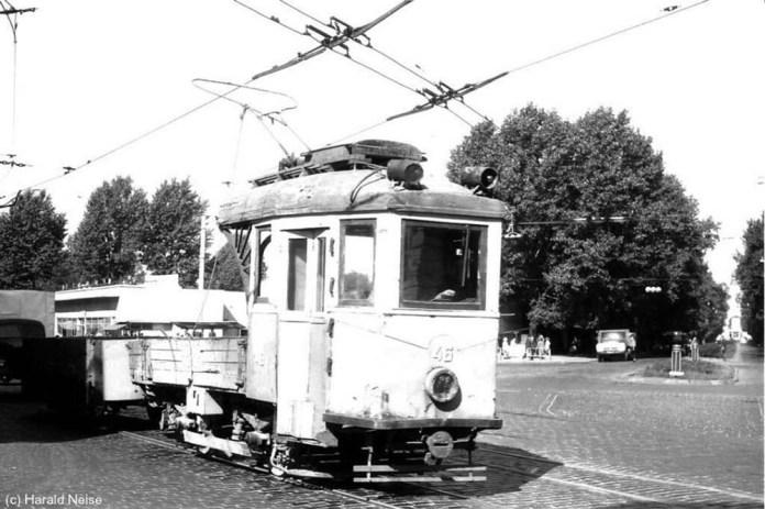 Вантажний трамвайний потяг в складі моторного вагона «Lilpop» і платформи на вулиці Городоцькій. 1971 р.