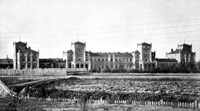 Перший залізничний вокзал Львова, збудований у 1861 році