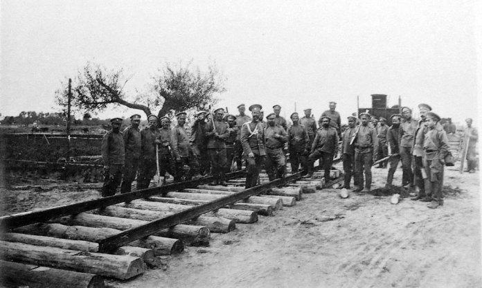 Початок будівництва залізниці від Володимира-Волинського до Сокаля. 1914 р. Фото із колекції Ярослава Підкіпняка