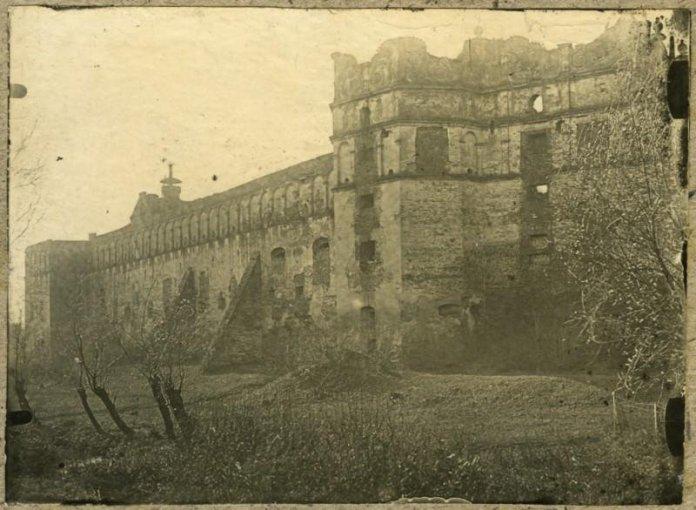 Замок у Старому Селі на початку ХХ ст. Фото з https://gazeta.ua/
