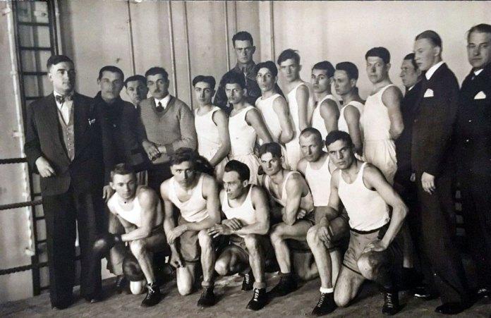 Учасники боксерського клубу у Львові, 1920-1930-ті роки.